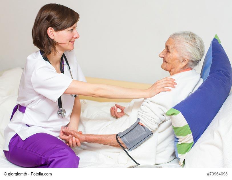 Dépendance ailleurs: La gestion des soins des personnes âgées centre d'hébergement et de soins de longue durée au Québec